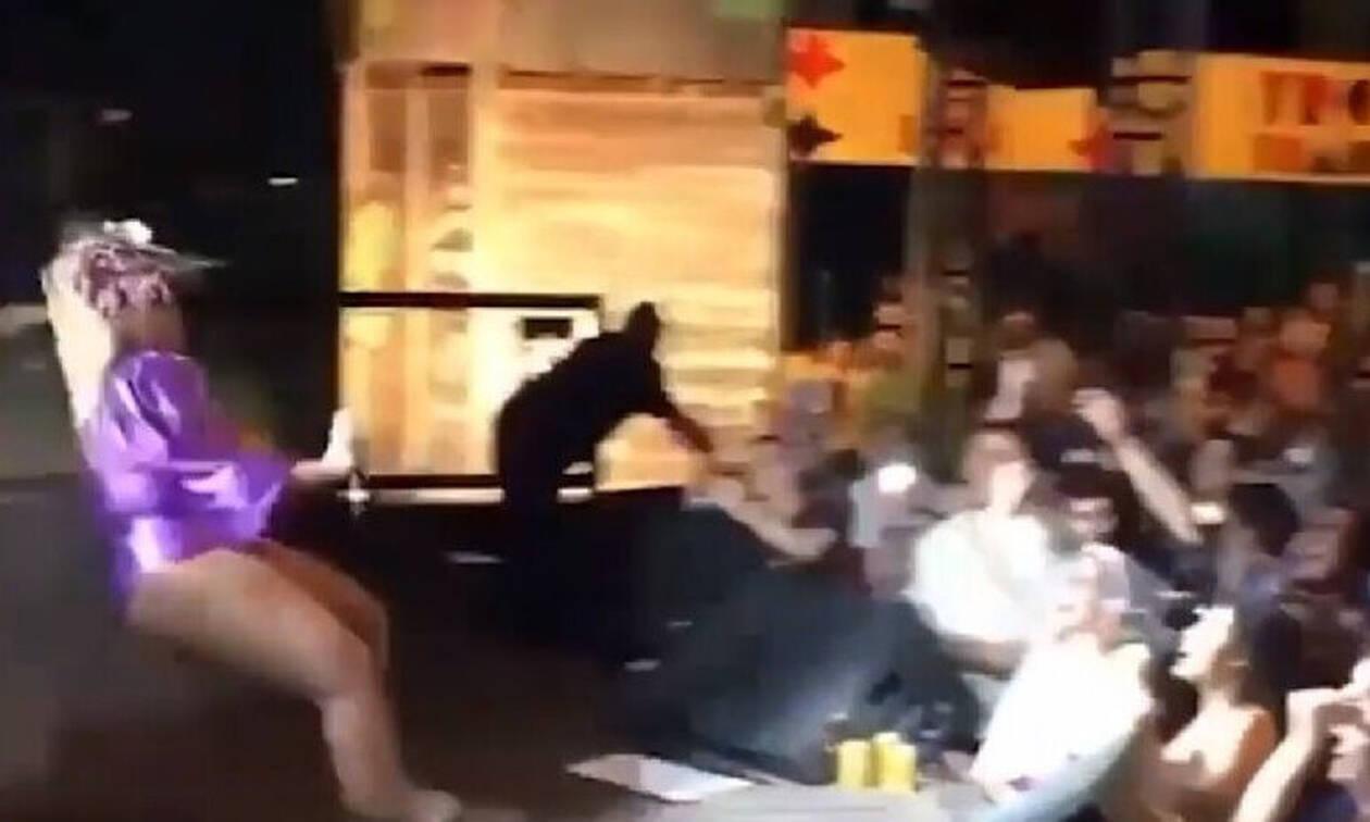 Απίστευτο: Τραγουδίστρια λιποθύμησε στην σκηνή από το πολύ... κοπάνημα! (video)