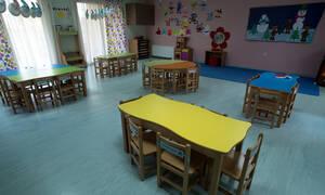 Ανείπωτη θλίψη για το 2,5 ετών αγοράκι που πνίγηκε τρώγοντας αρακά σε παιδικό σταθμό
