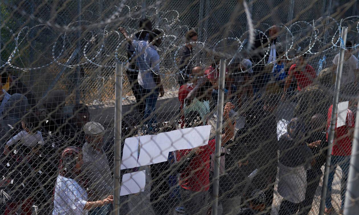 «Κόλαση» η Σάμος: Άγρια επεισόδια και φωτιές σε καταυλισμό προσφύγων