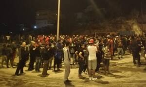 Σάμος: Υπό μερικό έλεγχο η φωτιά στο ΚΥΤ - Κλειστά σχολεία την Τρίτη στο νησί