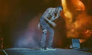 Travis Scott: Το ατύχημα που είχε ο πρώην της Kylie πάνω στην σκηνή θα σε σοκάρει (video)