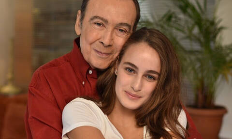 Η 18χρονη Μαρία Βοσκοπούλου έκανε grande εμφάνιση στο πλευρό του μπαμπά της και είναι καλλονή