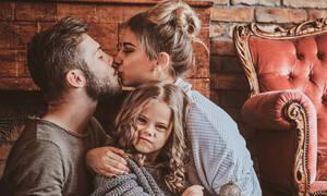 Γιατί οι γονείς πρέπει να είναι τρυφεροί μπροστά στα παιδιά; (vid)