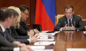 Медведев указал на неисполнение значительного числа поручений президента и правительства