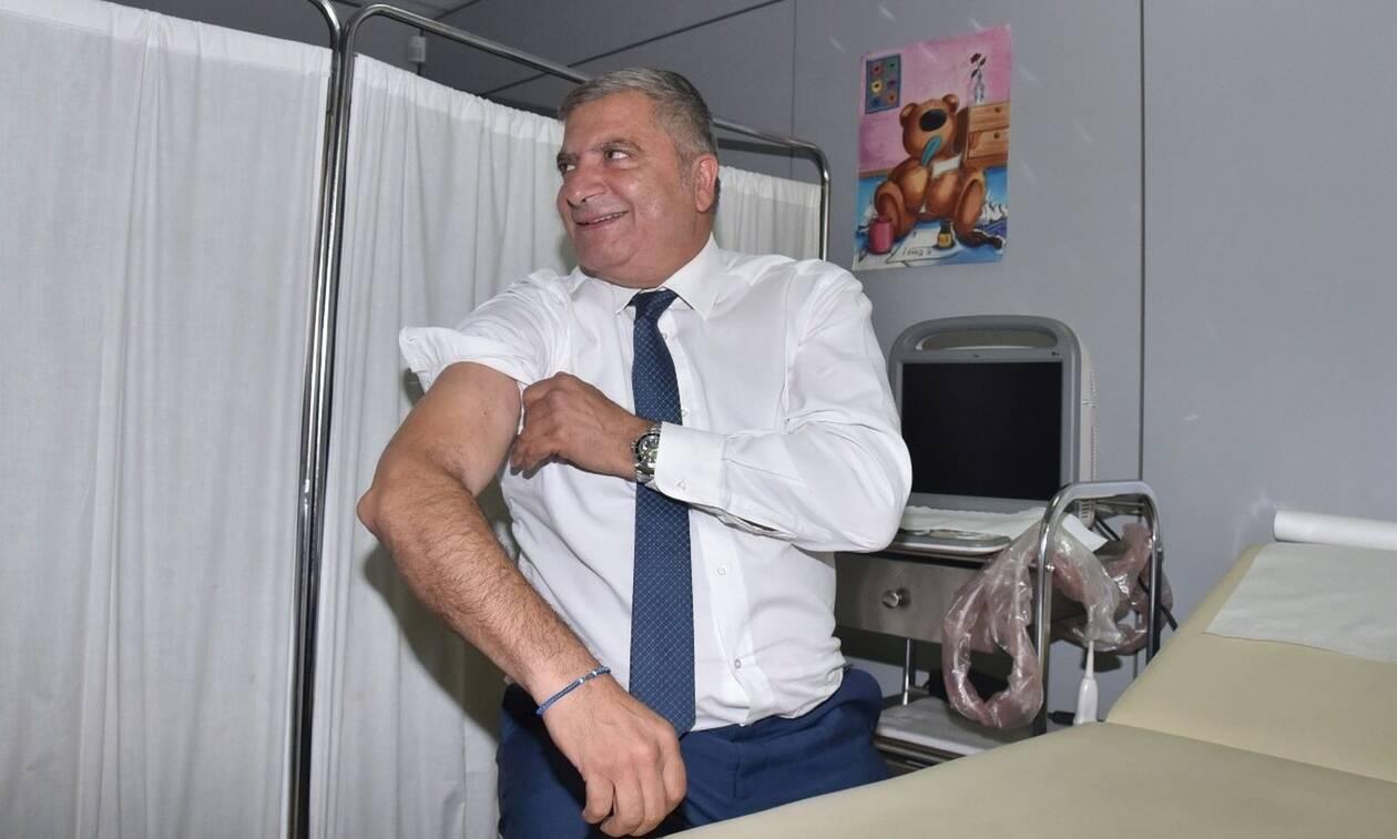 Ο Γιώργος Πατούλης έκανε το αντιγριπικό εμβόλιο – Χαμηλό το ποσοστό εμβολιασμού των υγειονομικών