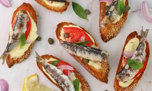Η συνταγή της ημέρας: Μπρουσκέτες με σαρδέλες