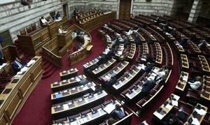 Ψήφος αποδήμων: Γιατί αναβλήθηκε η συζήτηση στην Επιτροπή Αναθεώρησης