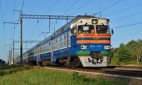 Τραγικός θάνατος: Έβγαλε το κεφάλι της έξω το παράθυρο του τρένου (pics)