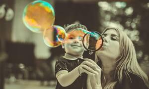 Οκτώ πράγματα που δεν πρέπει να κάνουν οι γονείς μπροστά στα παιδιά τους (pics)