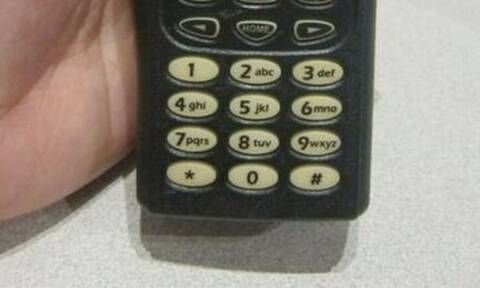Πόσο αστείο: Δες πώς ήταν το πρώτο κινητό τηλέφωνο! (pics)