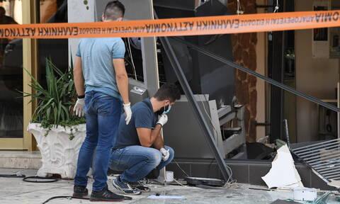 Ισχυρή έκρηξη στη Γλυφάδα: «Κατεδάφισαν» ΑΤΜ - Ένας ελαφρά τραυματίας