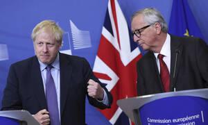 Brexit: Η προειδοποίηση Γιούνκερ μετά τη συμφωνία με Τζόνσον – Το «μπαλάκι» στη βρετανική Βουλή