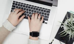 Νιώθεις εξουθενωμένη στη δουλειά; Αυτά τα 10 tips θα δώσουν χρόνο στον εαυτό σου για να χαλαρώσει