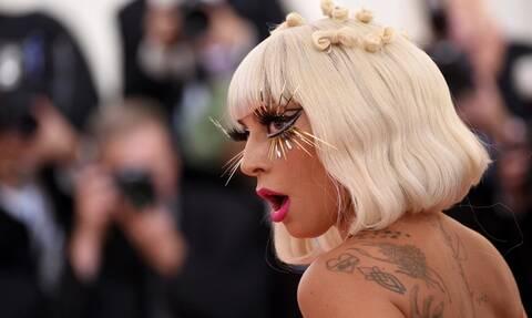 Σοβαρό ατύχημα για τη Lady Gaga: Έπεσε από τη σκηνή– Σοκαριστικό βίντεο (vid)