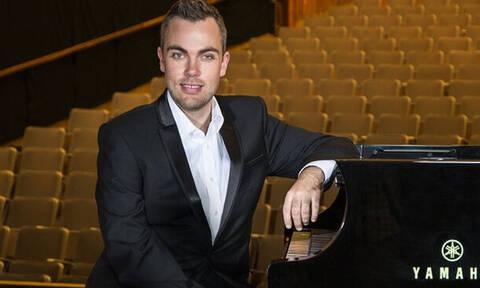 Αξίζει χειροκρότημα: Ο χαρισματικός πιανίστας που του λείπει ένα βασικός μέλος!