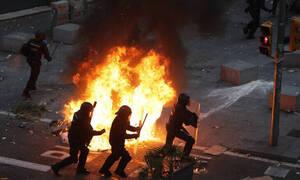 Χάος στη Βαρκελώνη: Συγκρούσεις διαδηλωτών με αστυνομικούς – Στέλνει την πολιτοφυλακή η Μαδρίτη