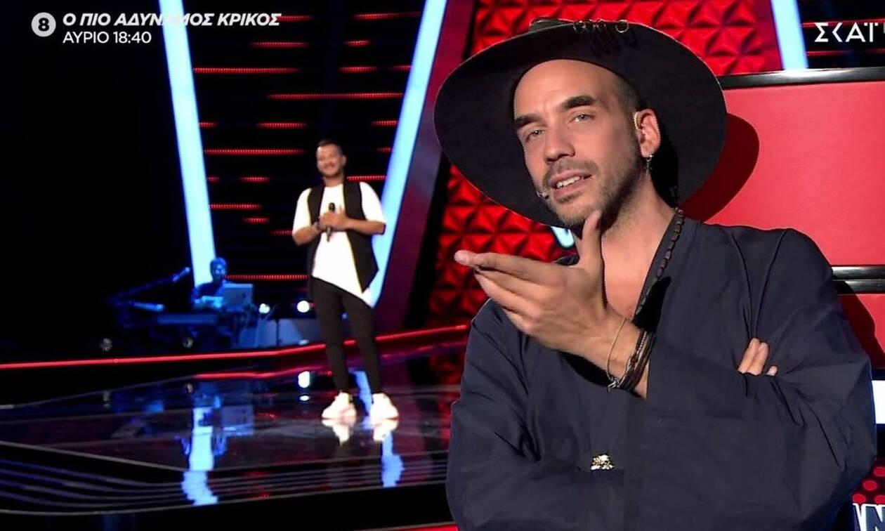 The Voice: Μάγεψε τους κριτές όμως ο Μουζουράκης του γύρισε την πλάτη - Τι συνέβη; (pics&vid)