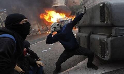 Νύχτα - κόλαση στη Βαρκελώνη: Άγριες συγκρούσεις και η πολιτοφυλακή προ των πυλών (pics+vids)