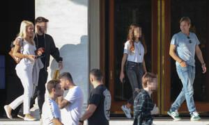 Μενεγάκη-Παντζόπουλος: Πρωινή βόλτα στο Σύνταγμα με τον Άγγελο και τη Λάουρα (photos)
