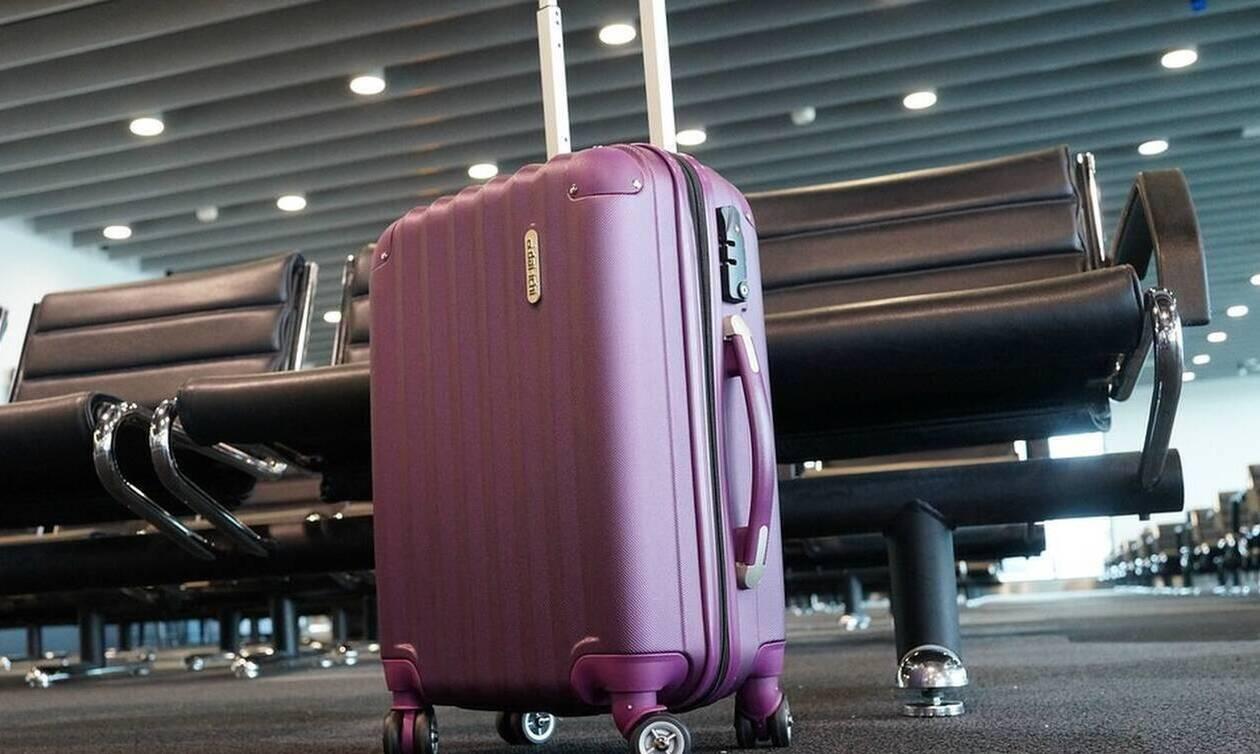 Η βαλίτσα της ήταν υπέρβαρη - Άφωνοι στο αεροδρόμιο με αυτό που έκανε (pics)