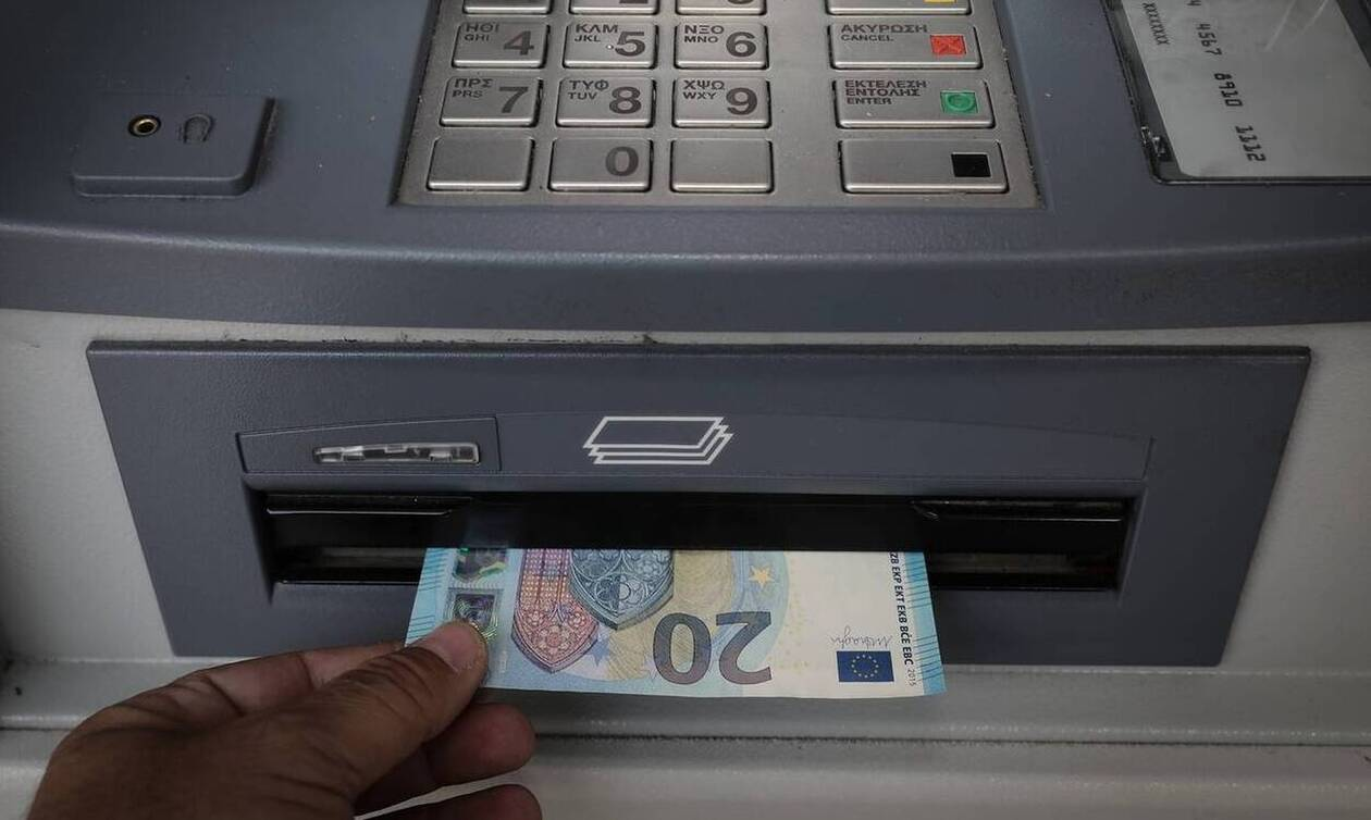 Τράπεζες: Πόσο θα μας χρεώνουν; Δείτε τα ποσά για κάθε συναλλαγή σε ΑΤΜ, γκισέ και e-banking