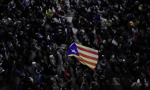 Χάος στην Βαρκελώνη: Στους δρόμους και πάλι χιλιάδες αυτονομιστές