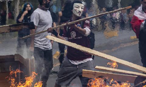 Χάος στη Χιλή: Ταραχές, λεηλασίες, διαδηλώσεις και τρεις νεκροί στο Σαντιάγκο (pics&vids)