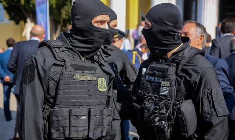 Γιορτή της Αστυνομίας - Εντυπωσιακές αστυνομικές «επιχειρήσεις» στο κέντρο της Αθήνας (pics + vid)
