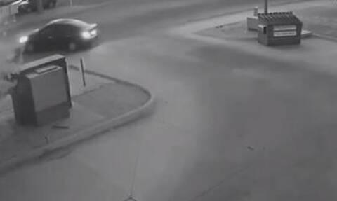 Βίντεο - ντοκουμέντο: Άνδρας πετάει το πτώμα γυναίκας σε κάδο σκουπιδιών - ΣΚΛΗΡΕΣ ΕΙΚΟΝΕΣ (pics)