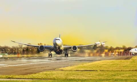 Θρίλερ σε αεροδρόμιο: Βρέθηκαν δύο τάφοι σε αεροδιάδρομο (pics)