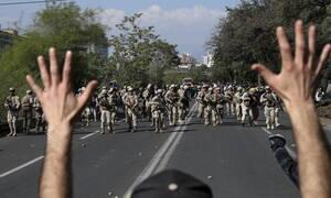 Χάος στη Χιλή: Η Δημοκρατία έχει υποχρέωση να αμυνθεί με... απαγόρευση κυκλοφορίας στους δρόμους