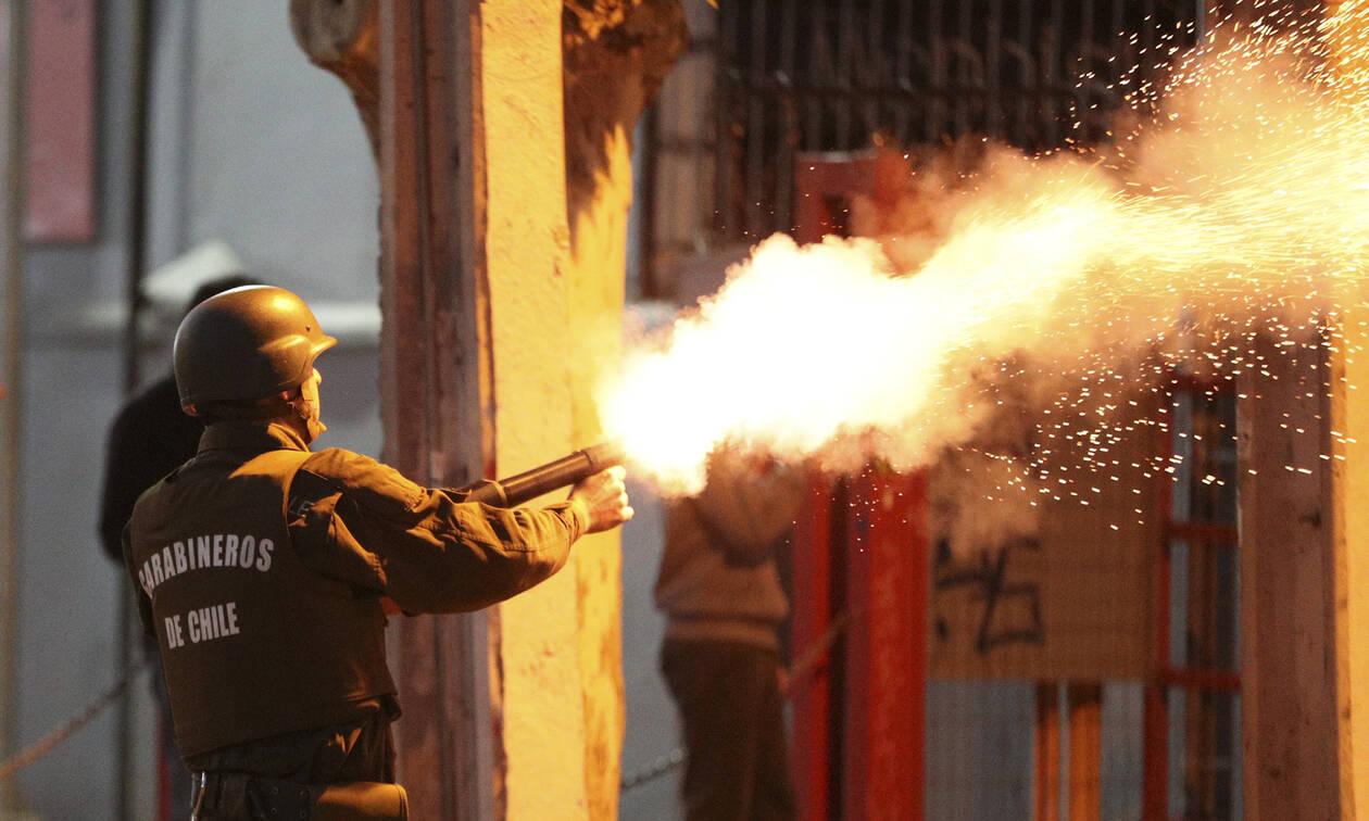 «Πόλεμος» στη Χιλή: Στους επτά οι νεκροί από τις ταραχές που συγκλονίζουν τη χώρα (pics&vids)