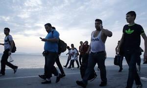 Καζάνι που «βράζει» η Σάμος: Στον Πειραιά μεταφέρονται 700 μετανάστες – Συλλαλητήριο στο νησί (vid)