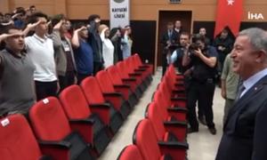 Σάλος για το κρεσέντο τουρκικής προπαγάνδας: Μαθητές υποδέχονται τον Ακάρ με στρατιωτικό χαιρετισμό