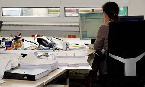 Ηλεκτρονική κάρτα εργασίας: Πότε θα ξεκινήσει η εφαρμογή της