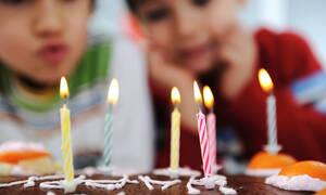 Τέσσερα φαγητά που δεν πρέπει να λείπουν από το μπουφέ του παιδικού πάρτι (vids)