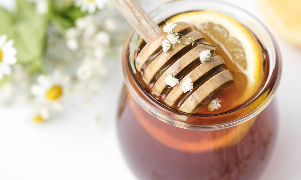 Λεκές από μέλι: Δες πώς να τον απομακρύνεις από τα ρούχα σου