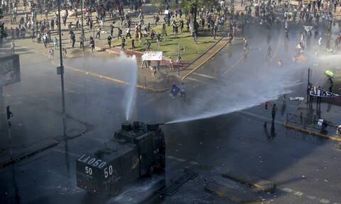 Απόλυτο χάος στη Χιλή: 12 νεκροί από τις ταραχές - Τρίτη νύχτα απαγόρευσης κυκλοφορίας