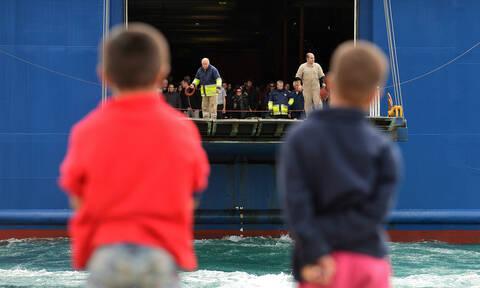 Περισσότεροι από 850 αιτούντες άσυλο σε Πειραιά και Ελευσίνα
