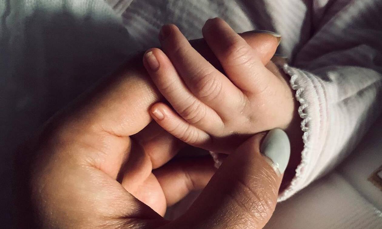 Γνωστή ηθοποιός γέννησε το πρώτο της παιδί μετά από 33 ώρες τοκετού (pics+vid)