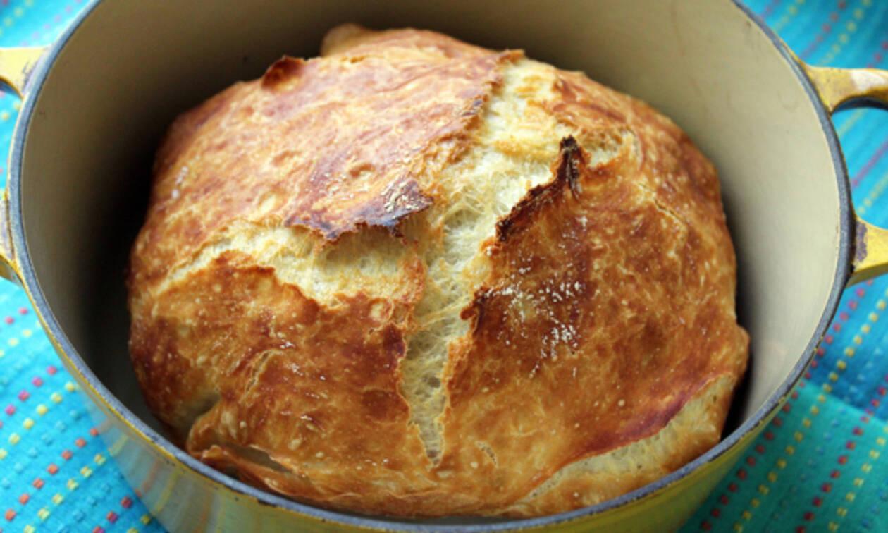 Πώς να φτιάξετε εύκολα καλό σπιτικό ψωμί (vid)