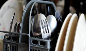 Το μεγάλο μυστικό για να έχεις πάντα καθαρά πιάτα και ποτήρια