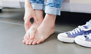 7 λόγοι που έχετε φαγούρα στα πόδια (εικόνες)