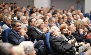 Βαθιά συγκίνηση και χειροκρότημα στην επίσημη πρεμιέρα της ταινίας  για τον Κωνσταντίνο Μητσοτάκη