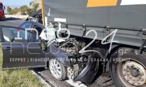 Σέρρες: ΙΧ καρφώθηκε σε νταλίκα - Νεκρός ο οδηγός