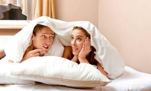 Γιατί πονάνε κατά την σεξουαλική επαφή οι γυναίκες σε εμμηνόπαυση; (vid)