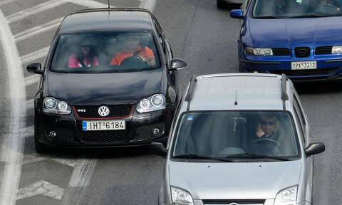 Τσουχτερά πρόστιμα στους οδηγούς που μιλούν στο κινητό και με handsfree