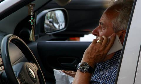 KOK: Πρόστιμα στους οδηγούς που μιλούν στο κινητό και με handsfree