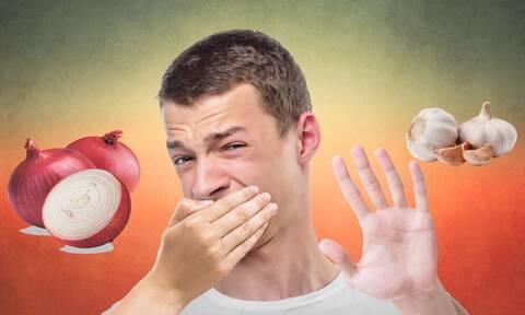 Έφαγες σκόρδο; Έτσι θα «σώσεις» την ανάσα σου!