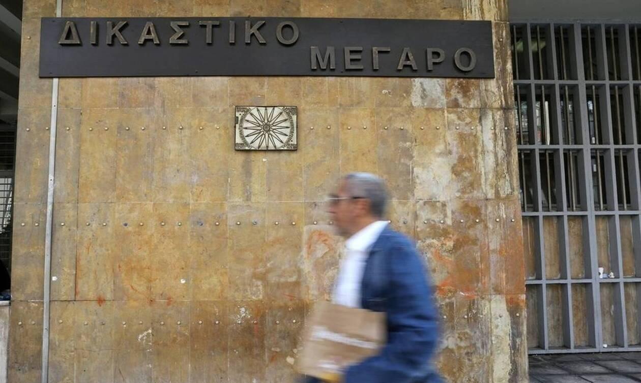 Θεσσαλονίκη: Ξανά ισόβια για τον 33χρονο πατροκτόνο -  «Έσπασαν» για τη μητέρα του